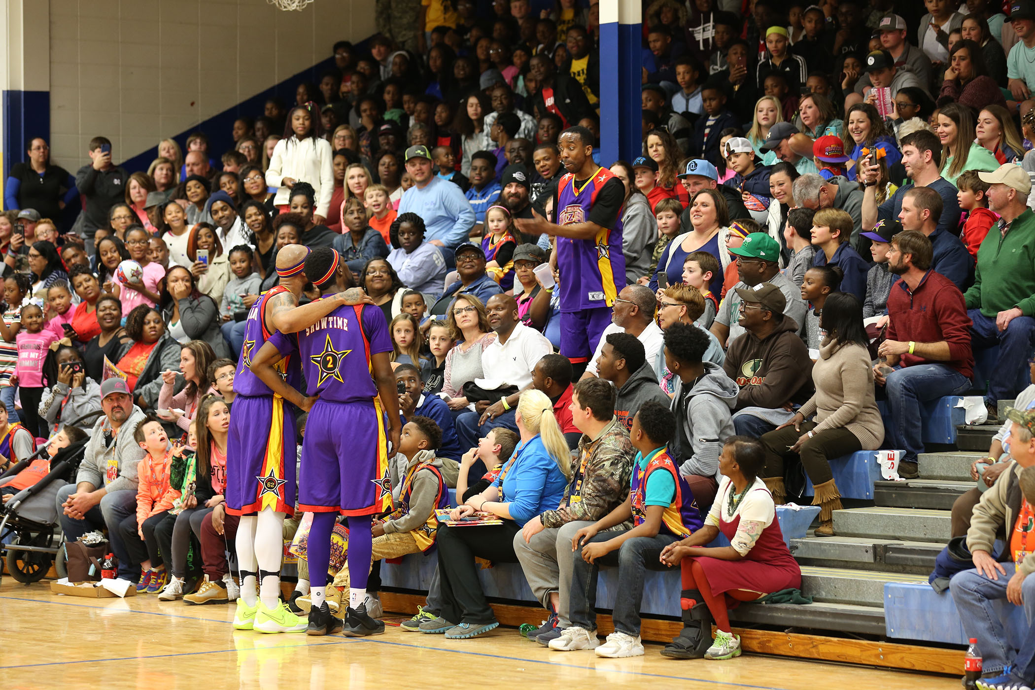 Harlem Wizards perform in Saturday night's game.