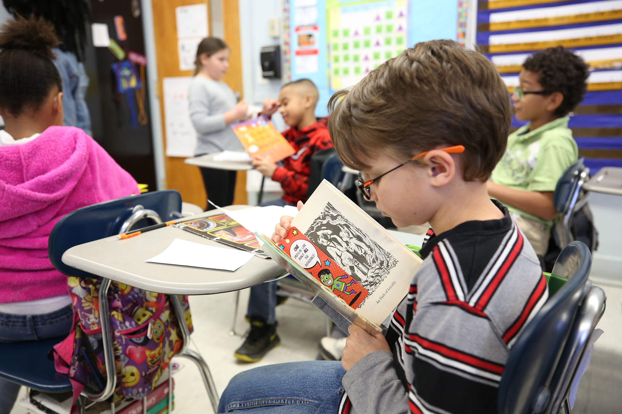 QUE student reads a book in Mrs. Lafferty's class.