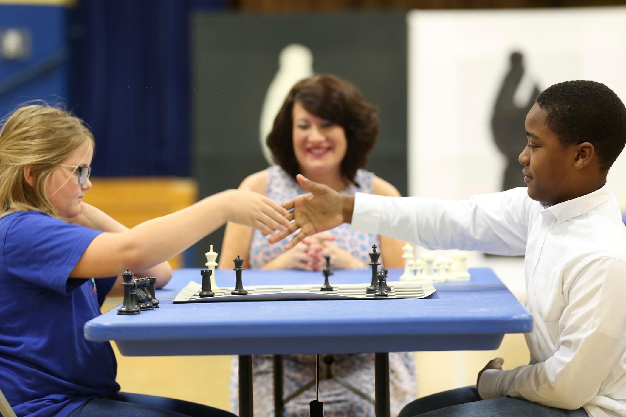 Jorian and Mindi shake hands after the championship match.