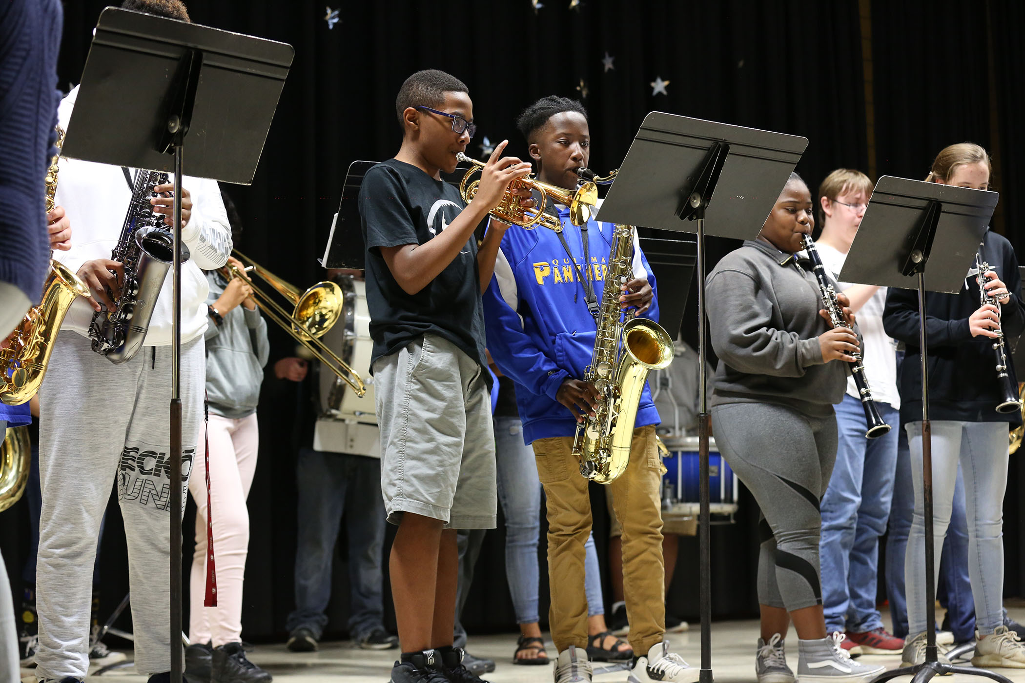 QJH band students perform on stage.