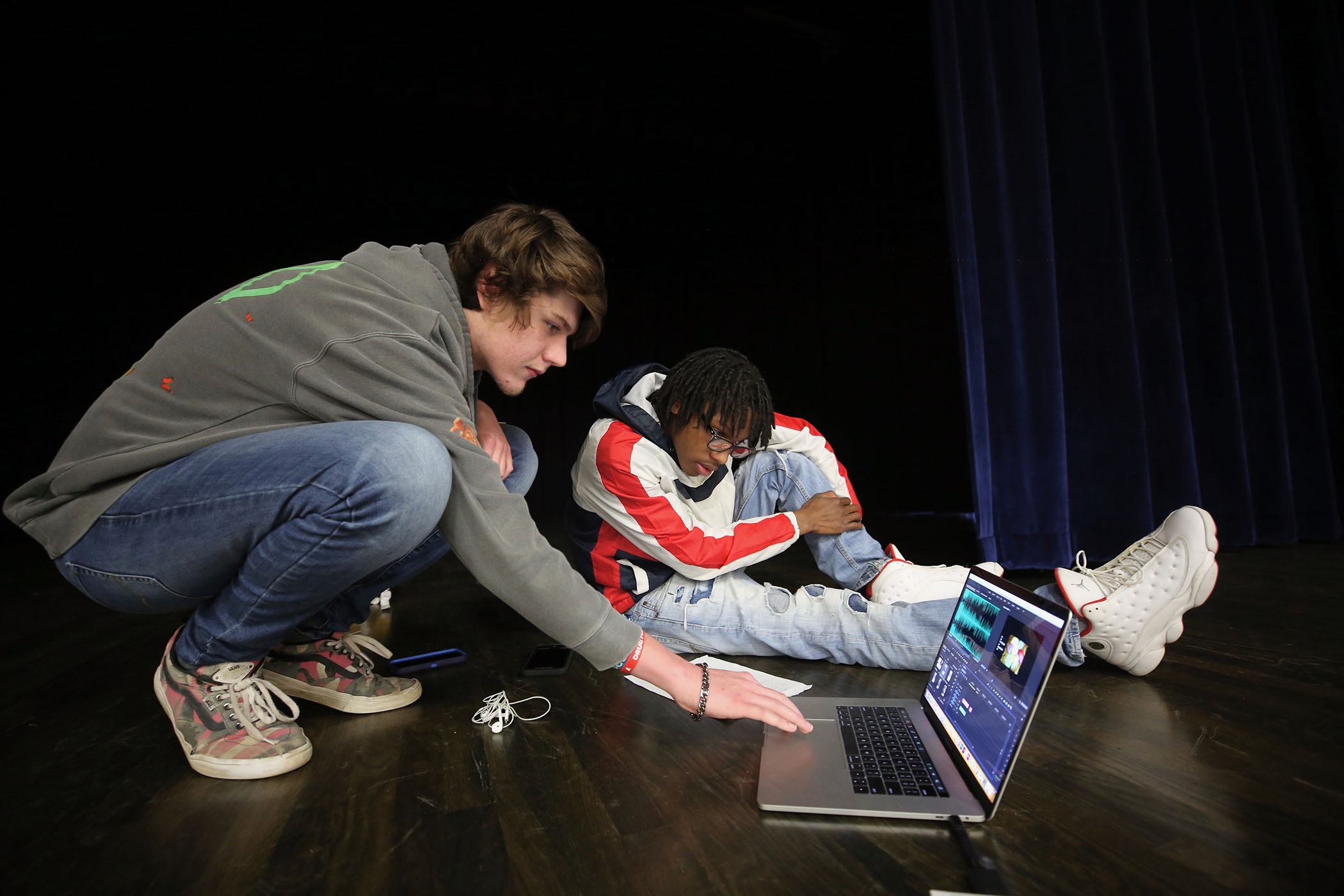 Panther Photography Javante Charles and Tristan Scarborough prepare a slide presentation for the club's first meeting.