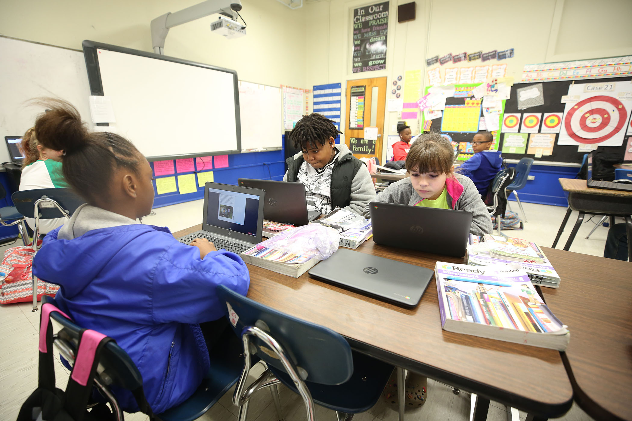 4th grade students work on their computers.