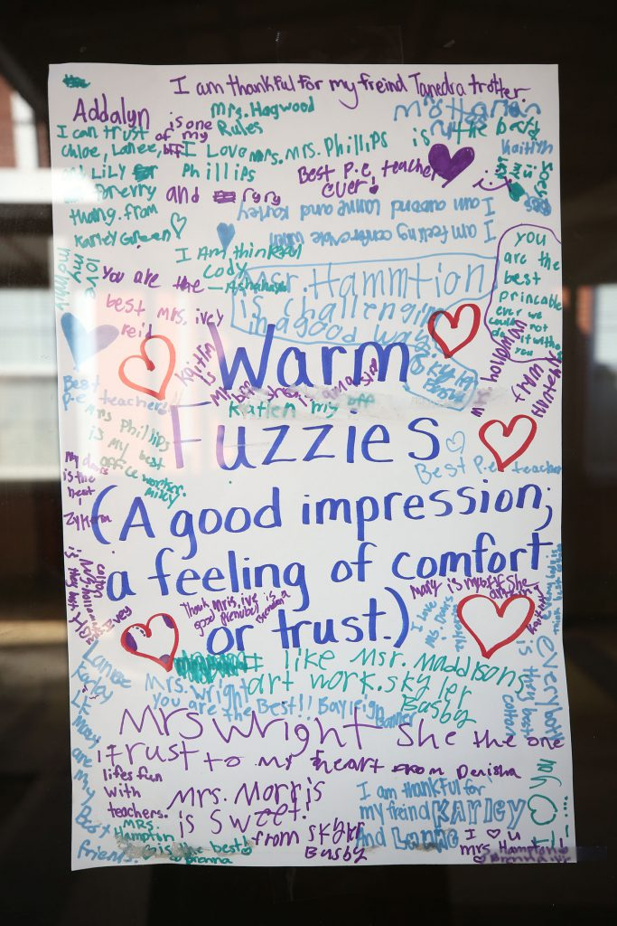 QUE students thank people who have made a good impression of comfort and trust.