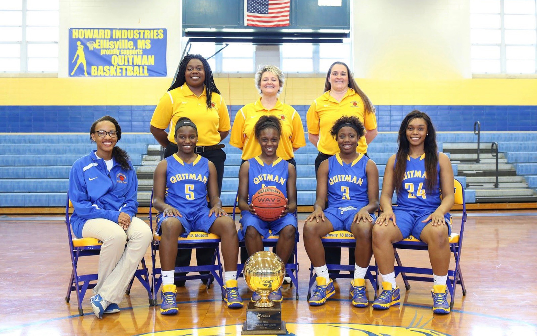Shonte Hailes with her fellow seniors on the 2016 MHSAA Girls Basketall State Champions